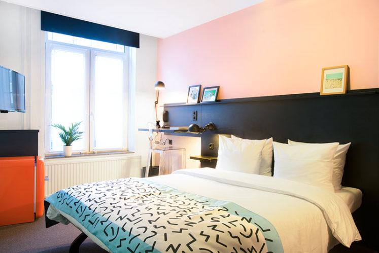 hotelroom small